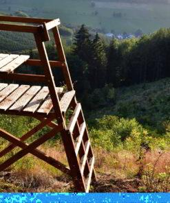 Drückjagdbock Holz im Revier