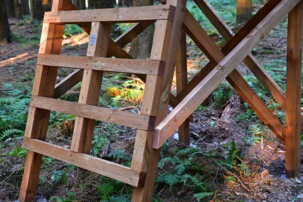 Drückjagdbock Holz Sicherheitsstrebe Leiter und Absicherungsholz Sprossen