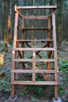 Drückjagdbock Holz Kreuzhholz und großzügige Holzquerschnitte