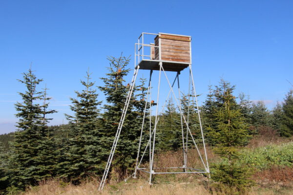 Offene Kanzel 3 Meter – inkl. Unterbau, Leiter und Podest mit Geländer aus verzinktem Metall